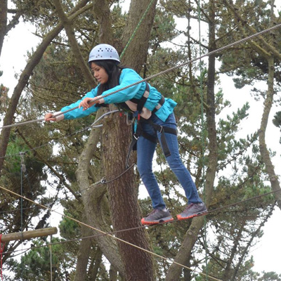 Freshman on ropes course